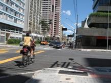 O ciclista espera sempre